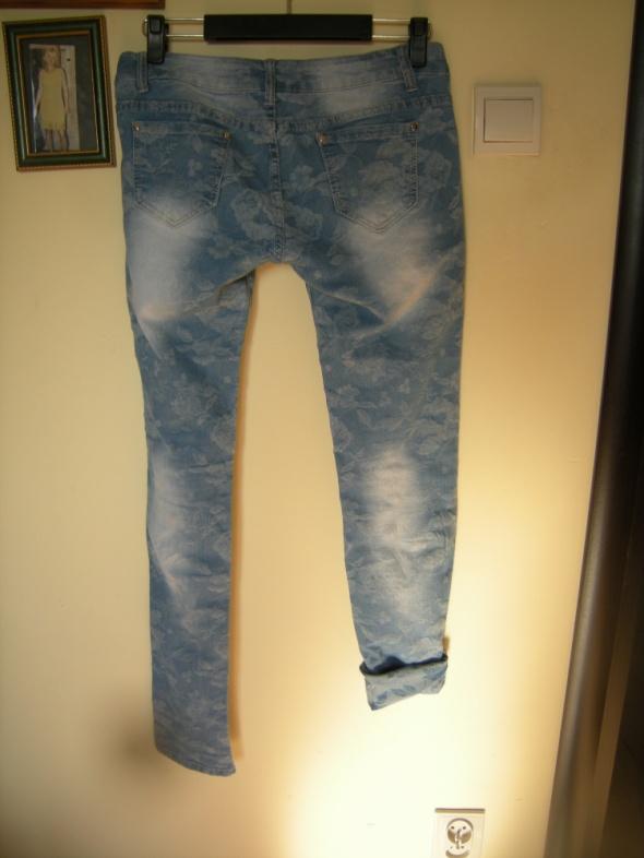jeansy w kwiaty 38 Just F