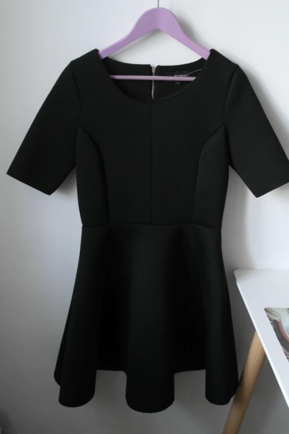 Reserved czarna rozkloszowana sukienka neoprenowa piankowa r L