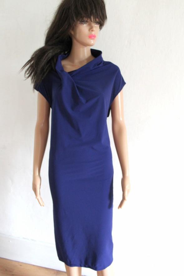 Granatowa sukienka midi r około 44