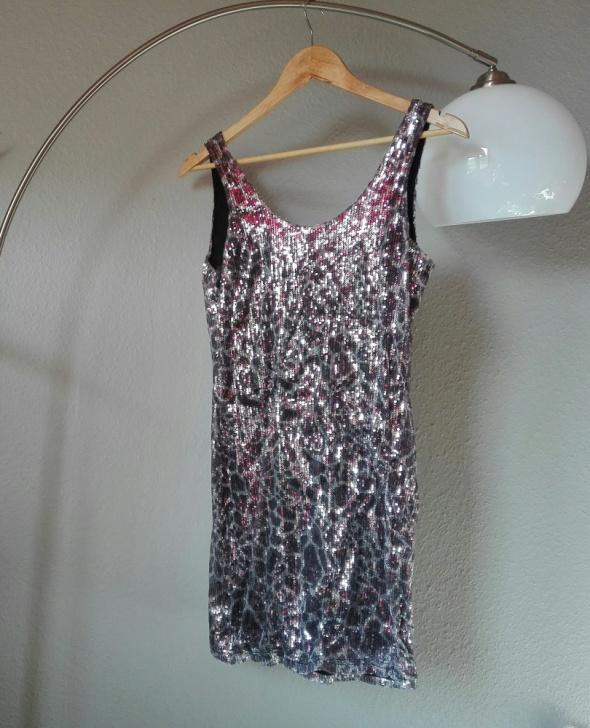 Świecąca sukienka