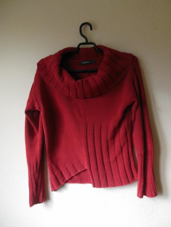 Sandwich czerwony sweter z golfem 12 40