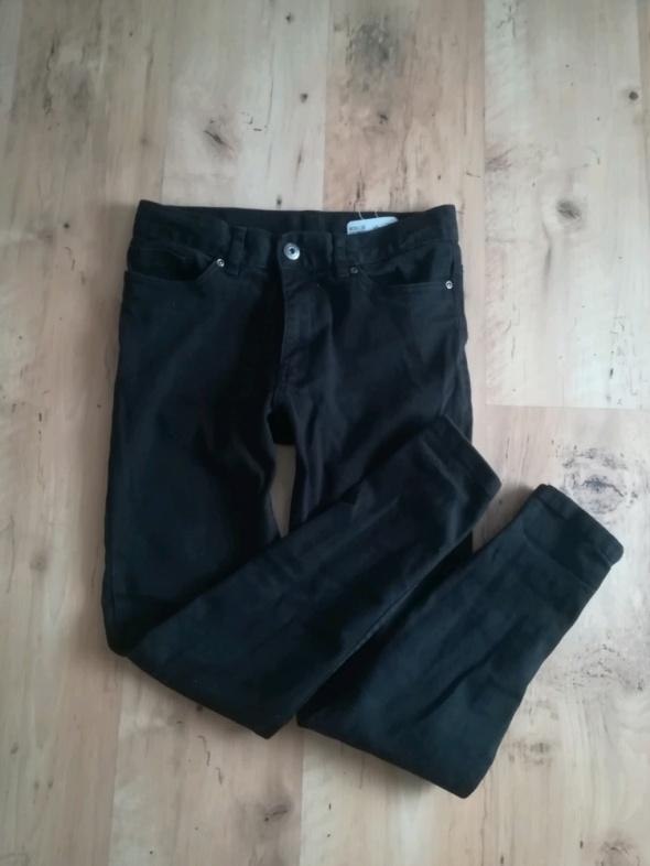 Modne czarne rurki jeans M