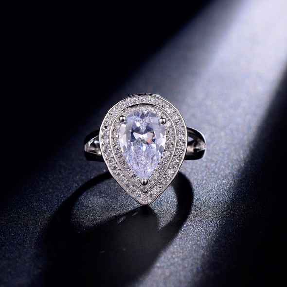 Luksusowy pierścionek cyrkonie rozm 8 Nowy