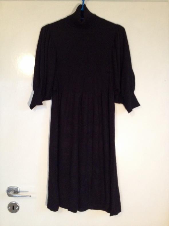 Golf sukienka z golfem czarny czarna L M 38 40 nowy do kolan szerokie rękawy