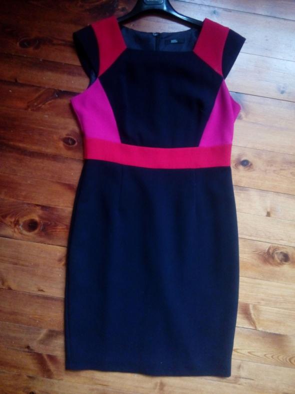 Wyszczuplająca sukienka 42