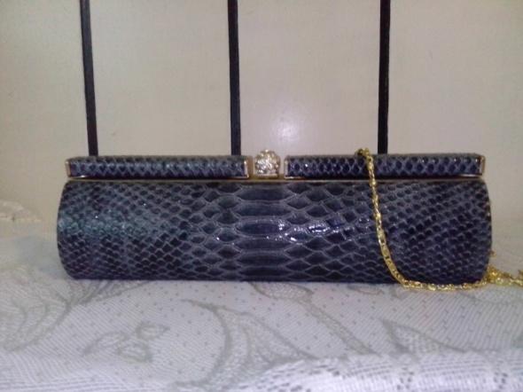 szara torebka na łańcuszku