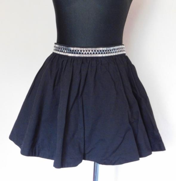 H&M czarna spódnica rozkloszowana 38