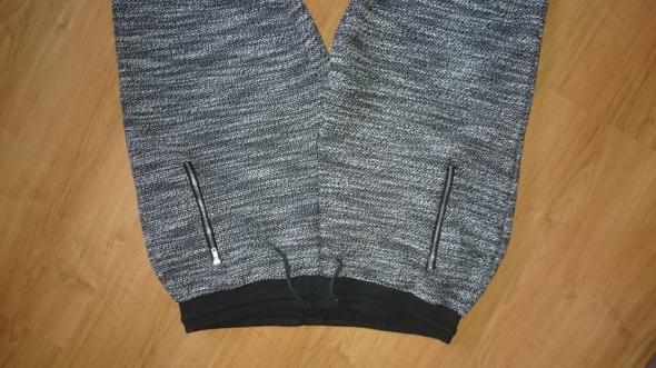 Spodnie dresowe melanż M