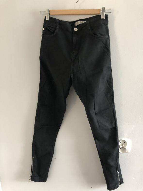 Spodnie z zamkami na nogawkach