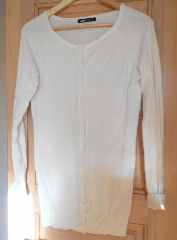 Swetry Gina Tricot biały sweter długi kardigan guziki
