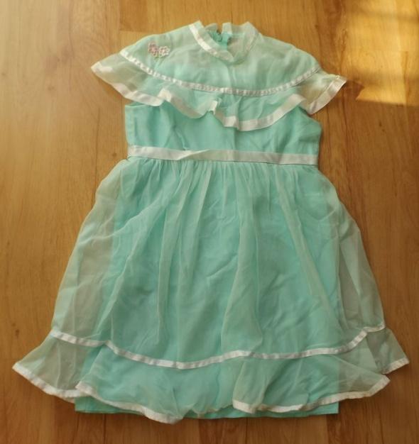 Sukienka w angielskim stylu 104 cm