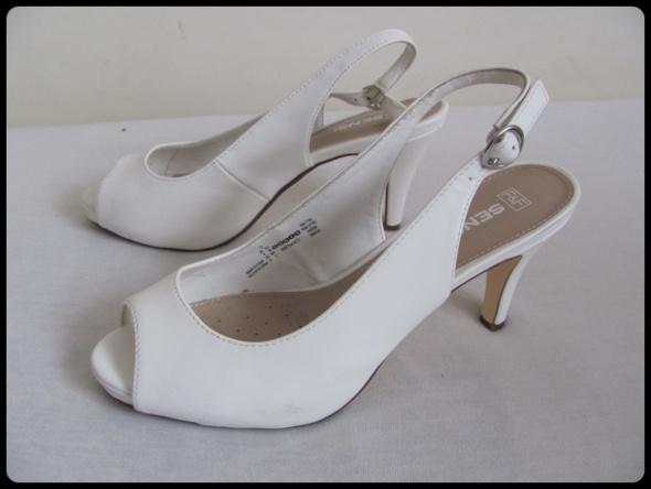 F&F Białe buty czółenka na szpilce open toe 39 wkładka 25 cm