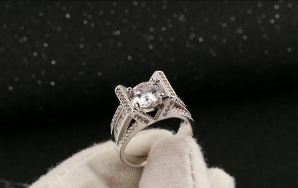 Nowy luksusowy pierścionek antyalergiczny