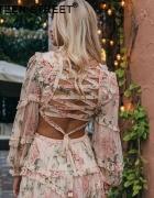 Pastelowa sukienka w kwiaty...