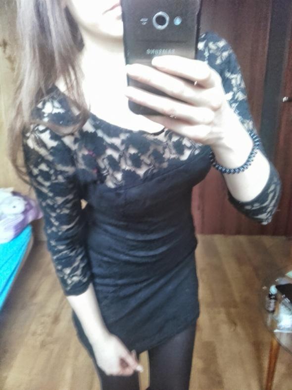 Koronkowa sukienka czarna mini