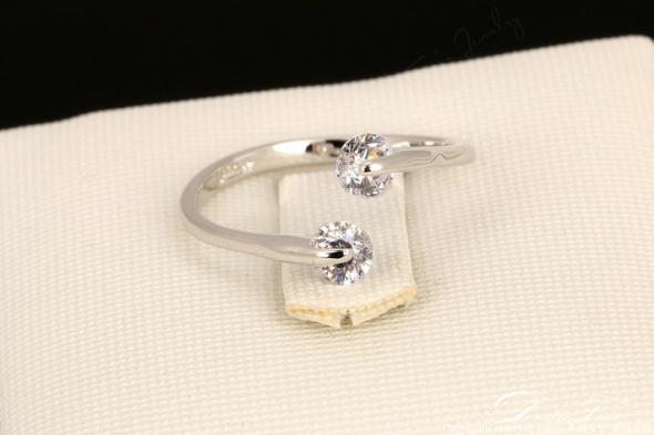 Nowy pierścionek białe złoto pozłacany srebrny kolor otwarty cyrkonie