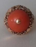 Złoty pierścionek z koralem...