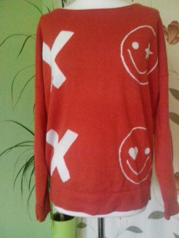 czerwony sweterek w bużki