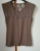 prześwitująca bluzka koronkowa w brązowym kolorze...