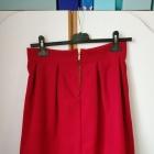 czerwona elegancka spódniczka midi przed kolano śliczna