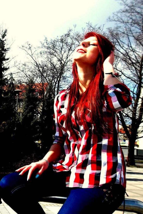 Wiosenna stylizacja w czerwonych odcieniach