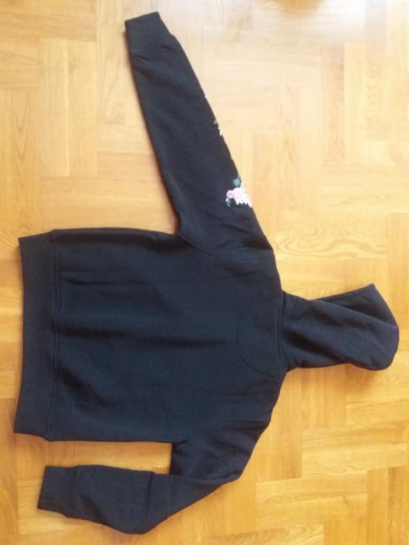czarna bluza z kapturem haftem wyszyciem z polarem