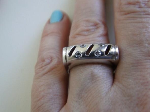 Piękny pierścionek srebro 925 i cyrkonie
