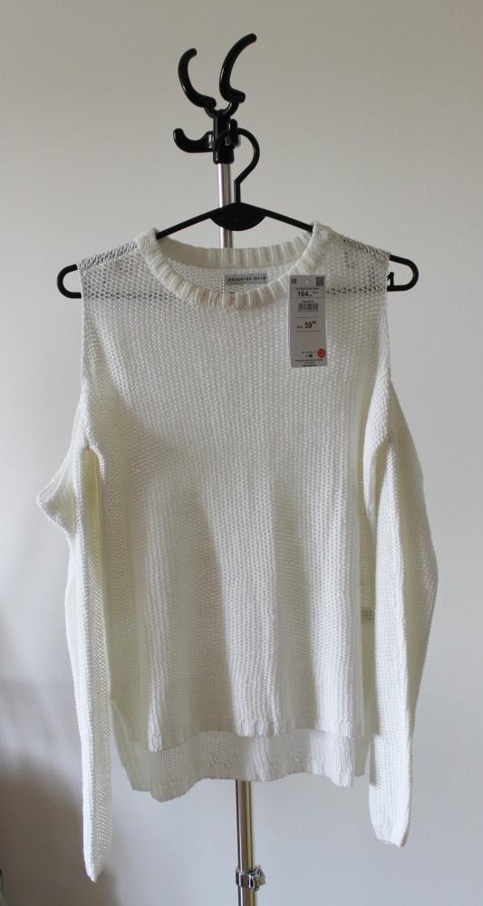 Biały sweter Reserved rękawy...
