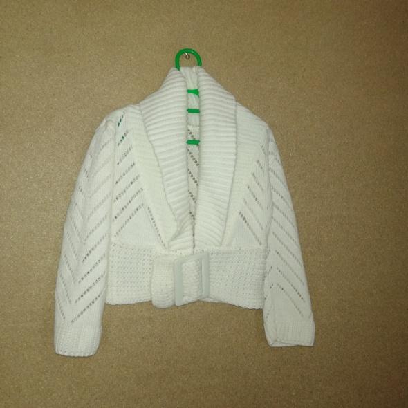 Beżowykrótki sweterek bolerko 110 116 cm
