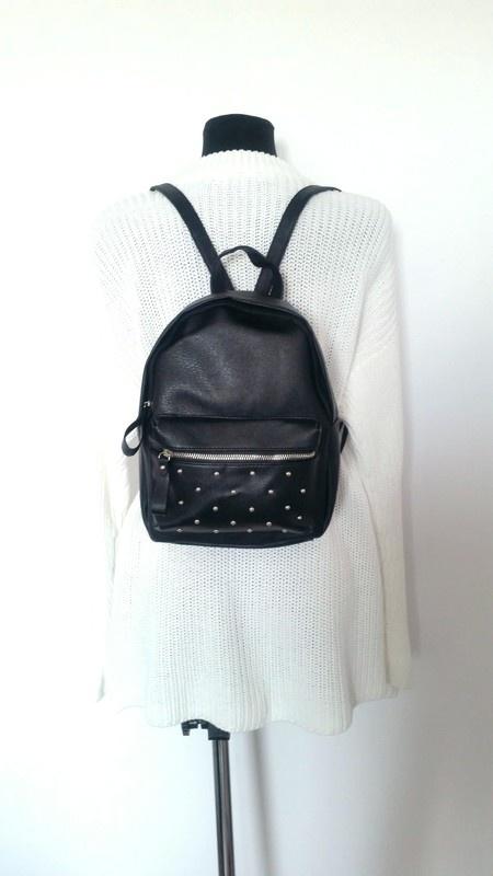 425be3647d846 Czarny plecak z ćwiekami najmodniejszy w tym sezonie w Plecaki ...