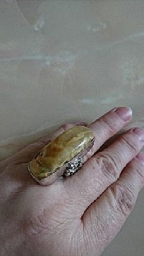 Pierścionki Wielki srebrny pierścień z bursztynem