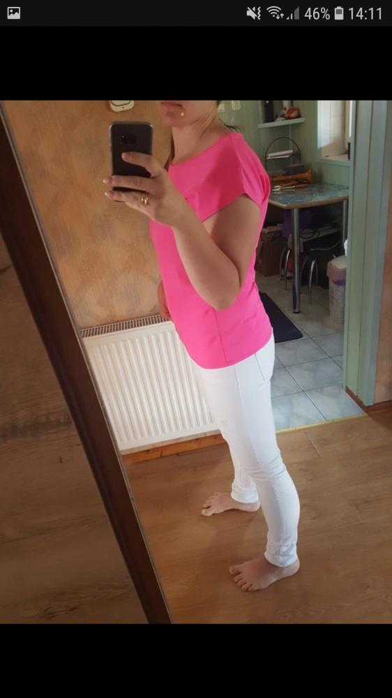 Białe jeansy rurki dziury przetarcia modne...