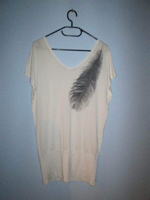 Biała koszulka z piórkiem H&M odkryte plecy