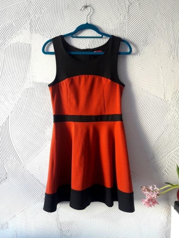 Sukienka czerń bordo zip