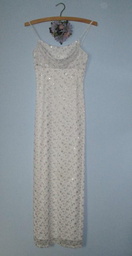 Długa suknia ślubna balowa wieczorowa srebrne wzory