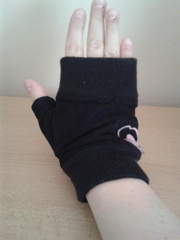 Czarne rękawiczki bez palców mitenki zamsz kwiatek nowe na małą dłoń