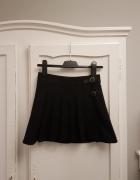 czarna mini spódnica na zakładki H&M...
