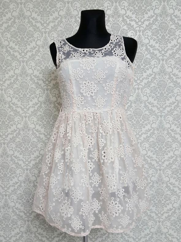 Suknie i sukienki sukienka pudrowy róz z haftem Lod Studio