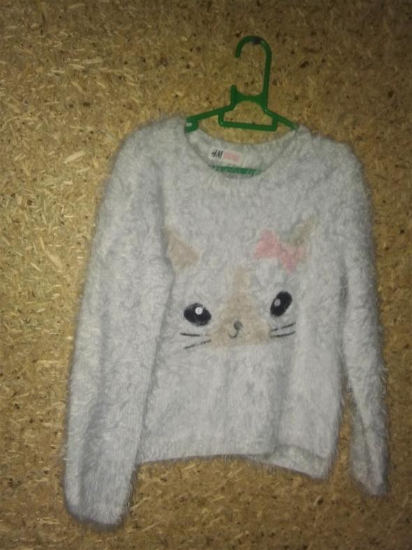 H&M Biały wlochaty sweterek 110 116 cm