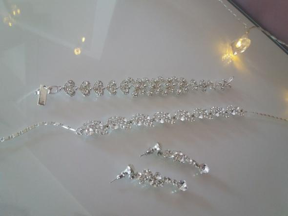 Komplet posrebrzanej biżuterii...
