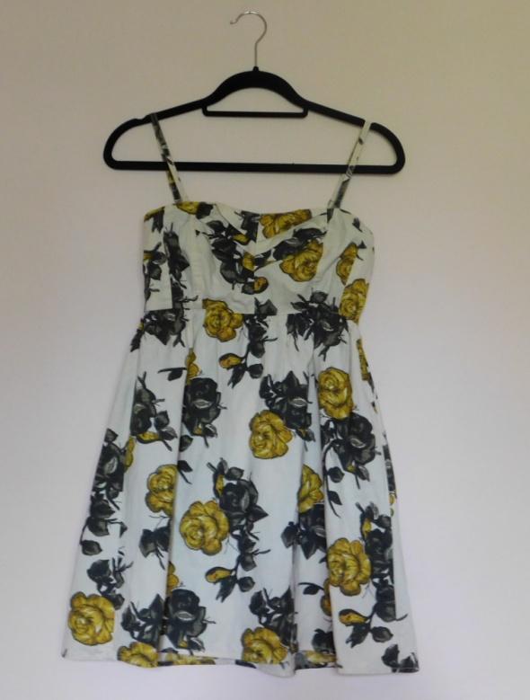 Suknie i sukienki Sukienka mini Vero Moda kwiaty 36