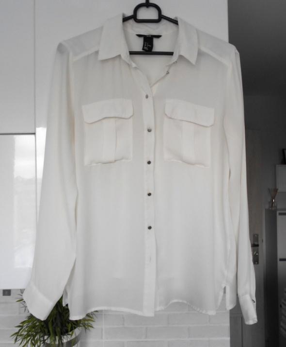 HM elegancka biała koszula mgiełka zwiewna kieszenie srebrne guziki