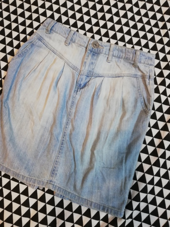 Spódniczka z jasnego jeansu