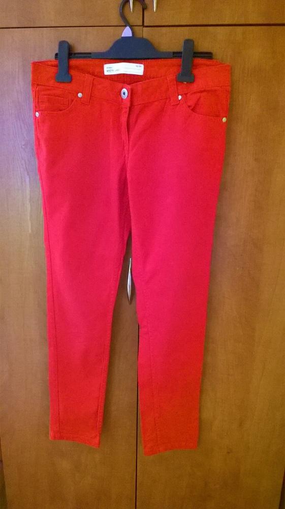 Czerwone jeansy