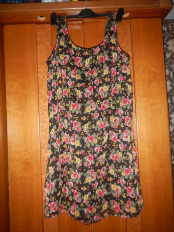 Sukienka w kwiaty 44 46
