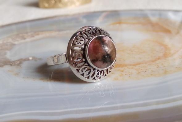 Stary srebrny pierścionek Warmet lilijki rodonit