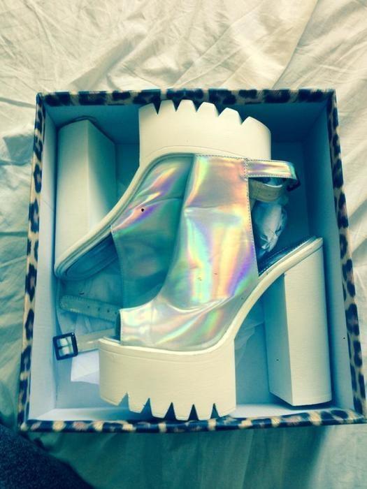 holograficzne buty