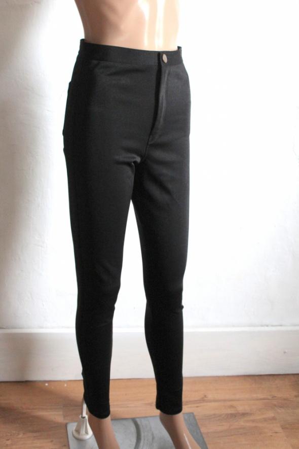 Czarne spodnie rurki z wysokim stanem r S...