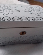Szkatułka kuferek na biżuterię vintage drewniana biała bez kluc...