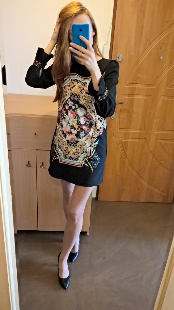 Elegancka sukienka z długim rękawem